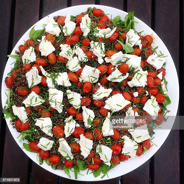 Salad with lentils, tomatoes and goats cheese