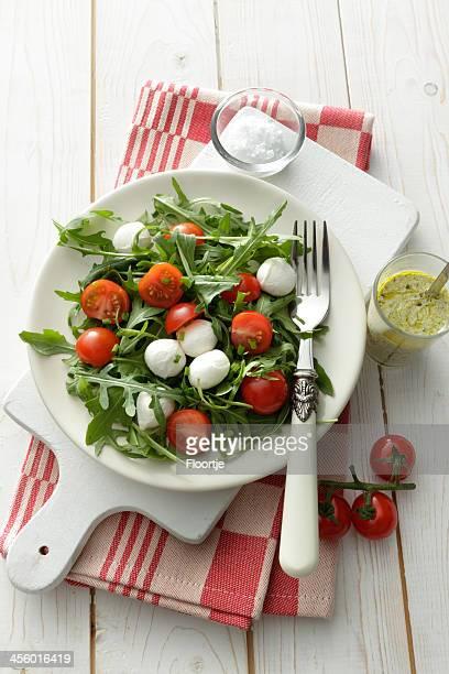 Salate: Arigula-Salat mit Kirsch Tomatos, Mozzarella und Pesto