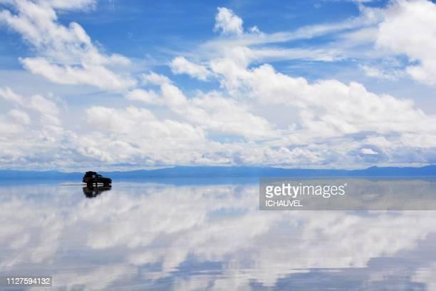 salar de uyuni bolivia - ウユニ塩湖 ストックフォトと画像