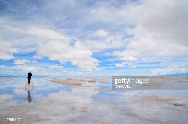 salar de uyuni bolivia - salt flat stock pictures, royalty-free photos & images