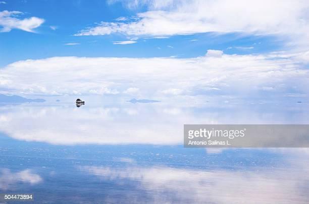 Salar de Uyuni in Bolivia . Sky reflected