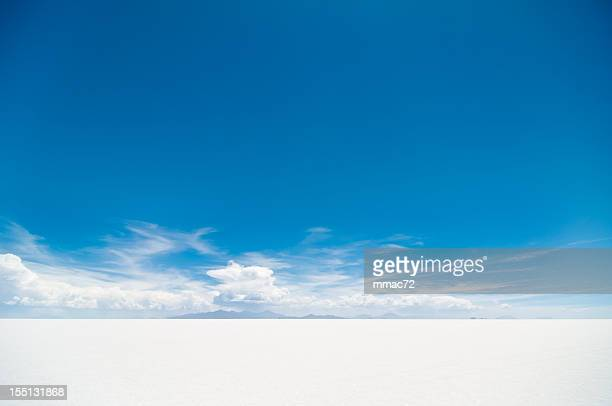 salar de uyuni - horizon over land stock photos and pictures