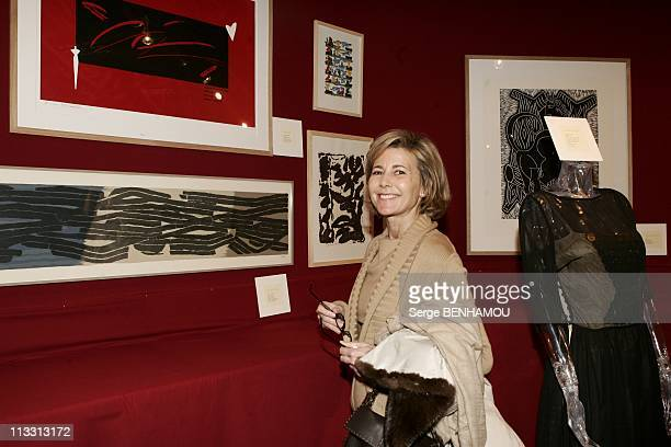 Sale In Drouot For The Profit Of Yellow Pieces 2005 Association On February 14Th 2005 In Paris France Claire Chazal