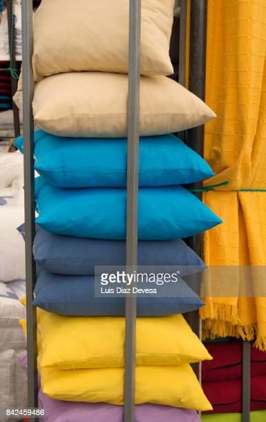 sale of cushions - dekubitus stock-fotos und bilder