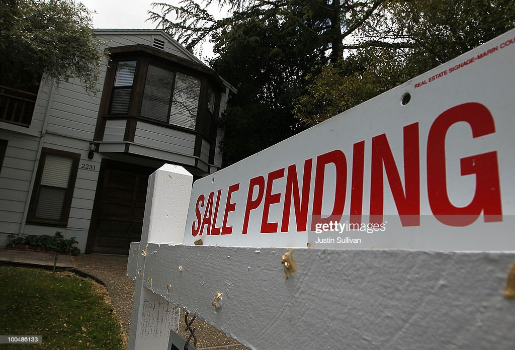April Home Sales Rise As Buyers Take Advantage Of Expiring Gov't Tax Credit : News Photo