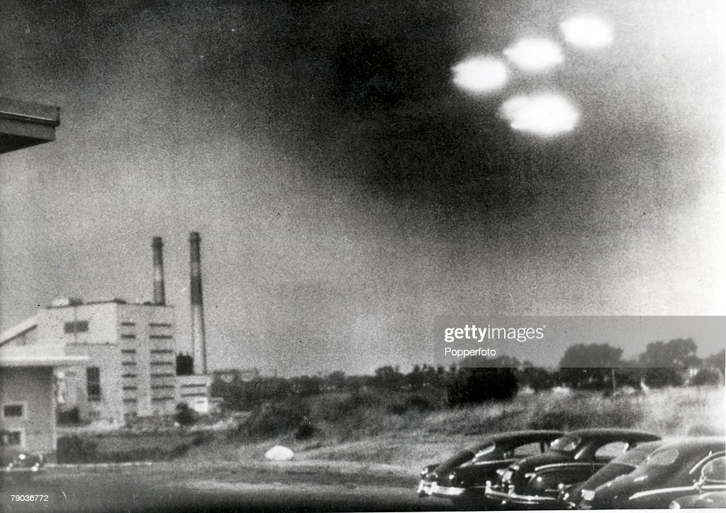 Salem, Massachusetts, USA. 3rd August, 1952. This picture, taken through the window of a laboratory by a 21 year old U.S. coastguard, shows four unidentified flying objects as bright lights in the sky. Many American's believe them to be flying saucers. : News Photo