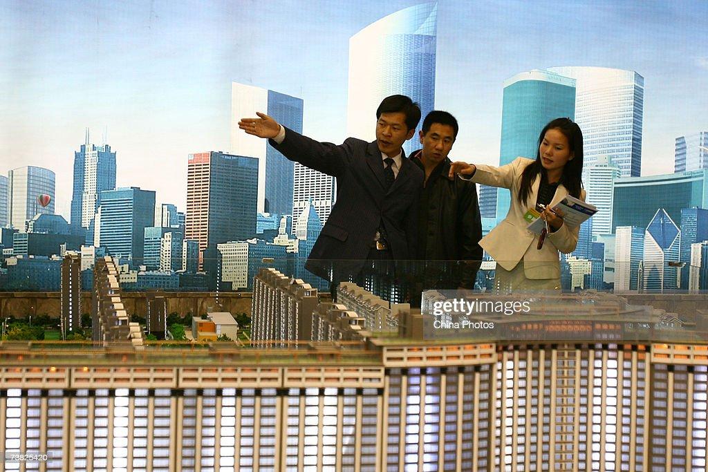 2007 Beijing Spring Real Estate Trade Fair : News Photo