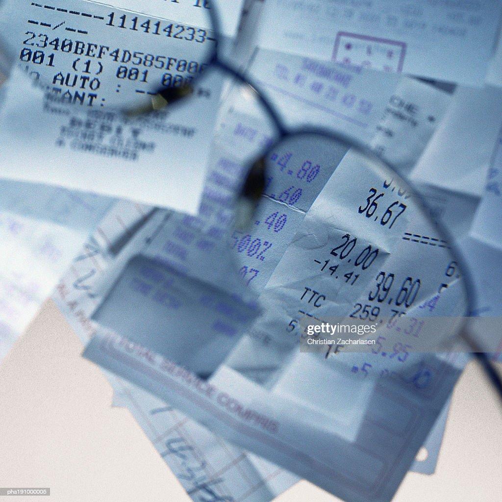 Sales receipts viewed through glasses. : Stockfoto