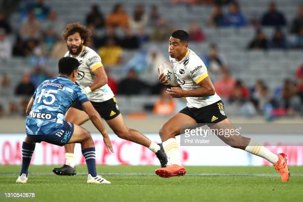Salesi Rayasi of the Hurricanes makes a break during the round 6 Super Rugby Aotearoa match between the Blues and the Hurricanes at Eden Park, on...