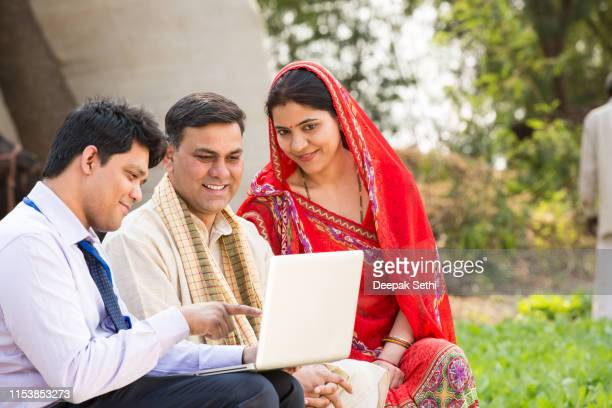 salesperson with indian couple - stock images - organised group stock pictures, royalty-free photos & images