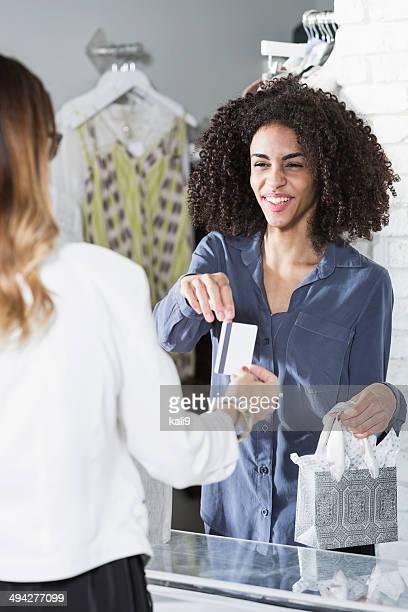 Vendeuse en boutique