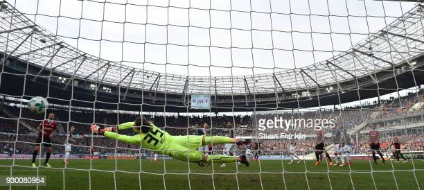 Salif SanŽ of Hannover scores his goal during the Bundesliga match between Hannover 96 and FC Augsburg at HDIArena on March 10 2018 in Hanover Germany