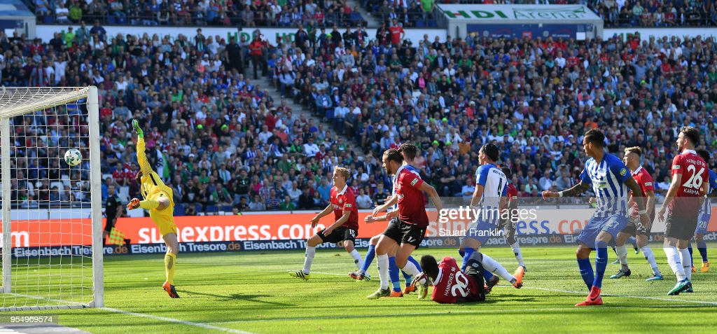 Salif SanŽ of Hannover scores the second goal during the Bundesliga match between Hannover 96 and Hertha BSC at HDI-Arena on May 5, 2018 in Hanover, Germany.