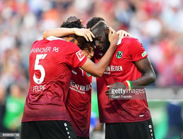 Salif Sane of Hannover 96 celebrates victory with team mates after the Bundesliga match between Hannover 96 and FC Schalke 04 at HDIArena on August...