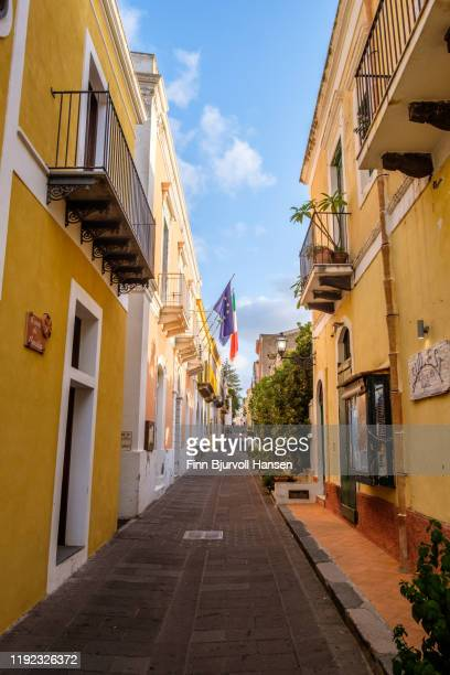 salina, italy - october 11, 2019 - narrow alley in the aeolian island of salina - finn bjurvoll stock pictures, royalty-free photos & images