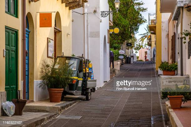 salina, italy - october 11, 2019 - narrow street with shops in the aeolian island of selina - finn bjurvoll stock pictures, royalty-free photos & images