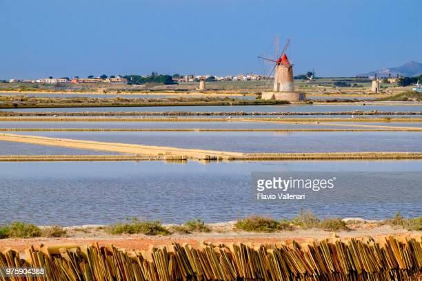 """saline della laguna, """"isole dello stagnone di marsala"""" nature reserve (marsala, sicily, italy) - traditional windmill stock photos and pictures"""