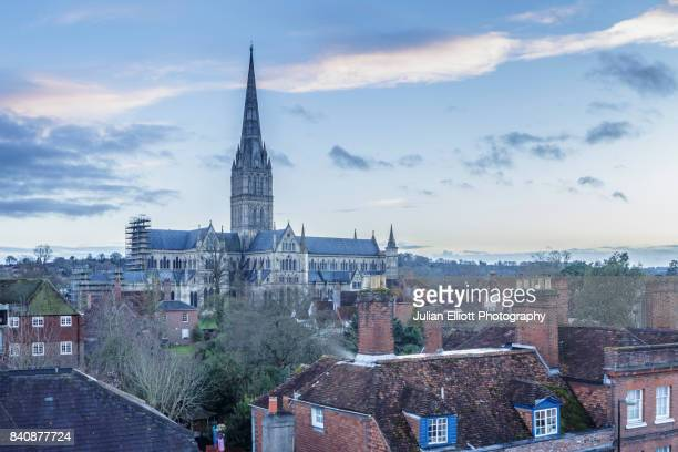 salisbury cathedral in the south-west of england. - サリスベリー ストックフォトと画像