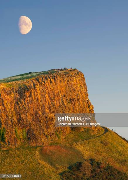 salisbury crags - edingbrugh - space and astronomy stock pictures, royalty-free photos & images