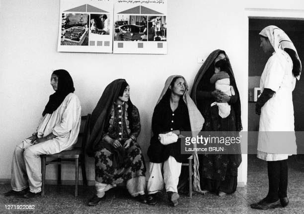 Salle d'attente d'un service de gynécologie à Kaboul, en 1972, Afghanistan.