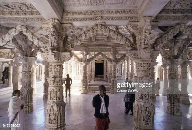 Salle hypostyle du temple jaïn de Dilwara sur le mont Abu dans le Rajasthan en Inde