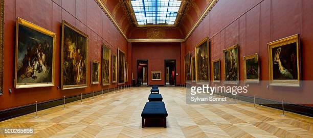 salle mollien in the musee du louvre - musée du louvre photos et images de collection