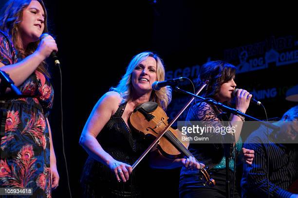 Sally Berry Rhonda Vincent Tensel Sandker and Mickey Harris Rhonda Vincent's daughters sing with her at The Loveless Barn on October 19 2010 in...