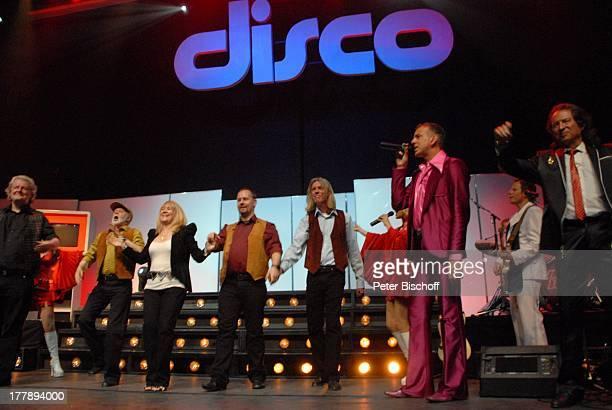Sally Carr Sängerin Musikgruppe Middle of the Road Chris Andrews Steofan Wolter dahinter Axel Roesler Premiere Tournee zum 40jährigen Jubiläum der...
