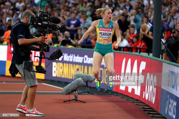 Sally Pearson of Australia celebrates after winning gold in the Women's 100 metres hurdles final during day nine of the 16th IAAF World Athletics...