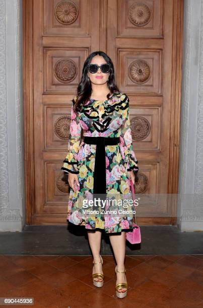 Salma Hayek arrives at the Gucci Cruise 2018 fashion show at Palazzo Pitti on May 29, 2017 in Florence, Italy.