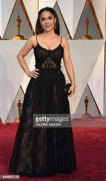 Salma Hayek arrives on the red carpet for the 89th Oscars on February 26 2017 in Hollywood California / AFP / VALERIE MACON