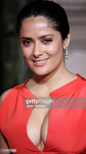 Salma Hayek Cleavage Pictures and Photos