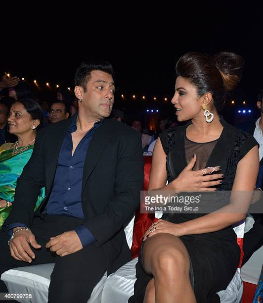 Salman Khan and Priyanka Chopra at Big Star Entertainment Awards 2014 in Mumbai