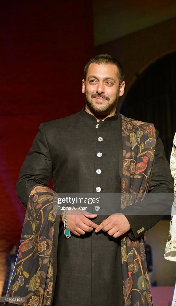 "Salman Khan Walks For FDCI's ""Huts to High Street"""