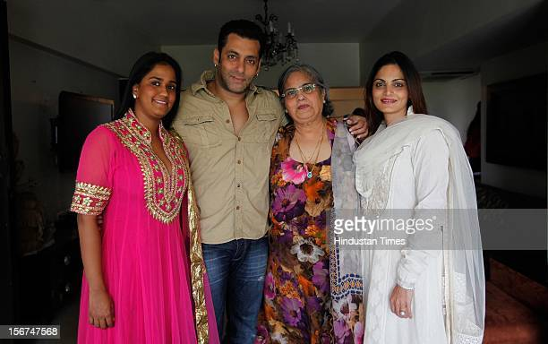 'MUMBAI INDIA SEPTEMBER 17 Salman Khan with his family sister Alvira mother Salma and sister Arpita at his Bandra residence on September 17 2012 in...
