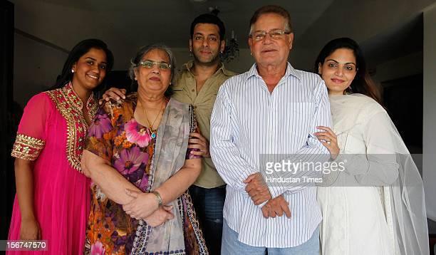 'MUMBAI INDIA SEPTEMBER 17 Salman Khan with his family sister Alvira mother Salma father Salim and sister Arpita at his Bandra residence on September...