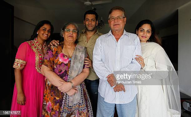 'MUMBAI INDIA SEPTEMBER 17 Salman Khan with his family sister Alvira mother Salma father Salim and sister Arpita at his Bandra residence on September...