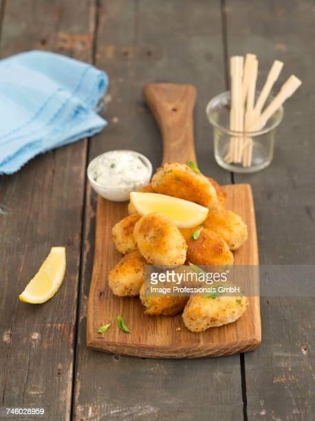 salmon and potato croquettes with mint mayonnaise - rua fotografías e imágenes de stock