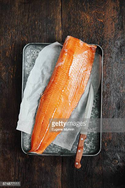 salmon fillet - roh stock-fotos und bilder