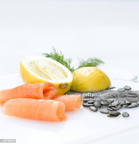 salmon fillet with lemon cream sauce - heinz baumann photography stock-fotos und bilder