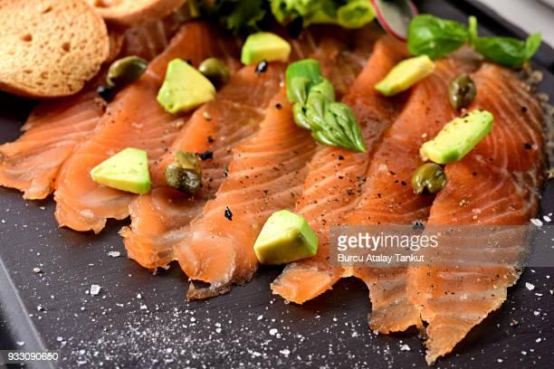 salmon gravlax - salmone affumicato foto e immagini stock