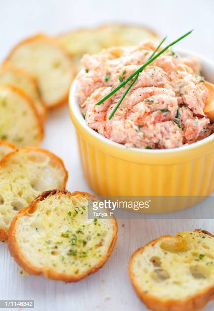 Saumon Rillette Toasts et de l'ail