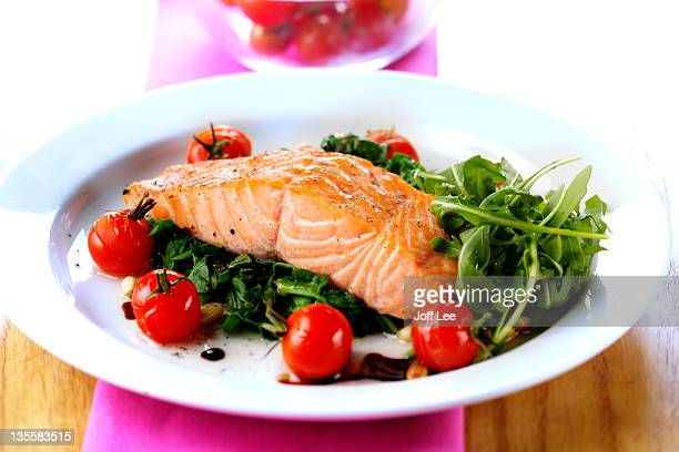 salmon steak with spinach and tomatoes - 鮭料理 ストックフォトと画像