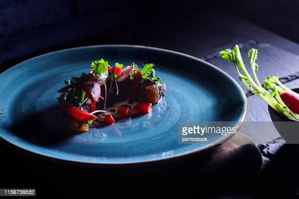 salmon steak with vegetables - gastronomico foto e immagini stock