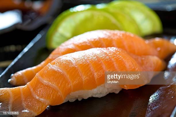 サーモンの寿司 - nigiri ストックフォトと画像