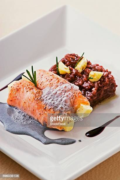 salmon with queijo coalho, red wine risotto and ink sauce - queijo ストックフォトと画像