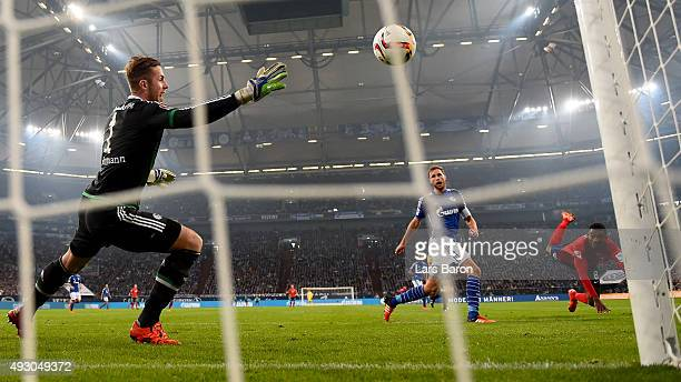 Salomon Kalou of Berlin heads his teams first goal during the Bundesliga match between FC Schalke 04 and Hertha BSC Berlin at VeltinsArena on October...