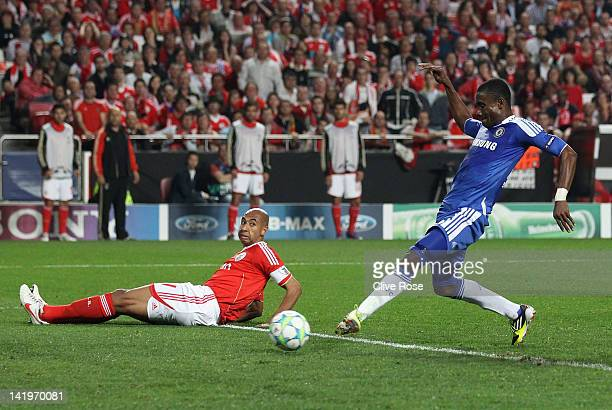 Salomon Kalou of Chelsea scores during the UEFA Champions League Quarter Final first leg match between Benfica and Chelsea at Estadio da Luz on March...