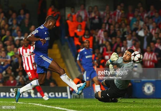 Salomon Kalou of Chelsea shoots past goalkeeper Sergio Asenjo of Atletico Madrid to score their first goal during the UEFA Champions League Group D...