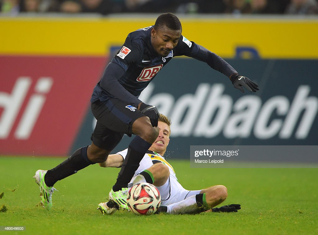 Salomon Kalou of Hertha BSC and Patrick Herrmann of Borussia Moenchengladbach duel during the match between Borussia Moenchengladbach and Hertha BSC on December 6, 2014 in Berlin, Germany.
